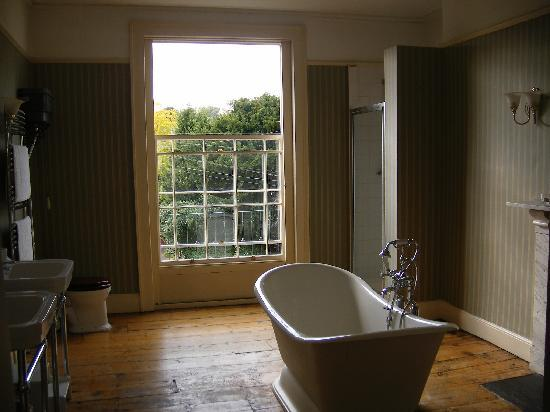 The Bathwick Townhouse: Ensuite bathroom with twin sinks, bath and shower
