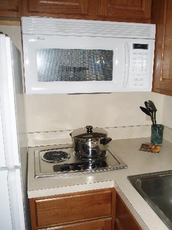 Staybridge Suites Corning: kitchen