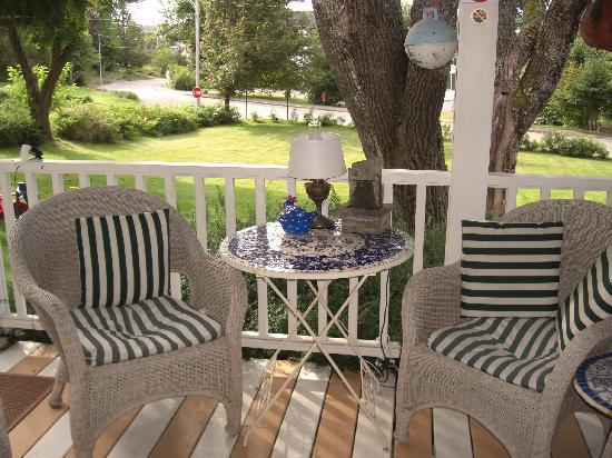 The Harbour Cottage Inn: Front Porch and View