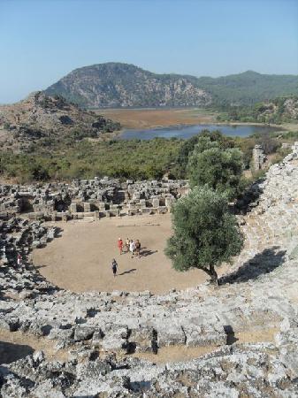 Aydos Club: The ampitheatre - Roman history