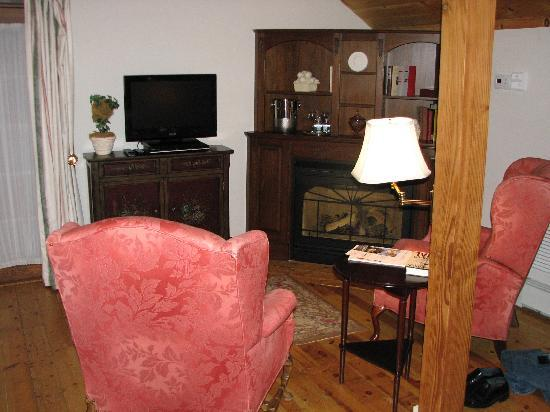 Ledyard, CT: Our sitting area, Sarah Suite