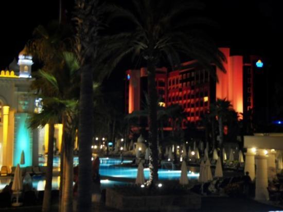 Kamelya Selin Hotel: Selin at night