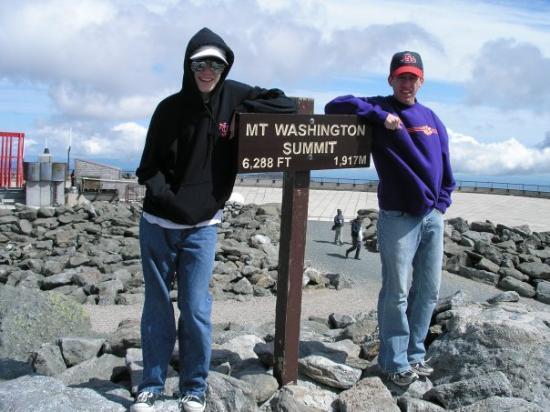 Mount Washington, นิวแฮมป์เชียร์: Ryan & Patrick at top of Mt. Washington