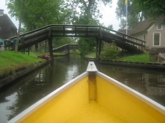กีธอร์น , เนเธอร์แลนด์: Giethoorn - riding the boat