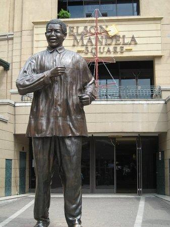 โจฮันเนสเบิร์ก, แอฟริกาใต้: Nelson Mandela SquareJohannesburg, South Africa