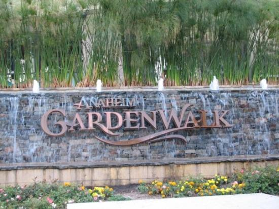 Restaurants In Garden Walk Anaheim: Bubba Gump Shrimp Restaurant