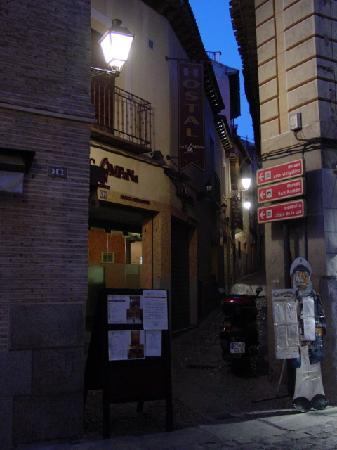 Hostal Restaurante La Campana: Entrance to Calle Campana