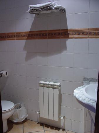 Hostal Restaurante La Campana: Baño muy limpio