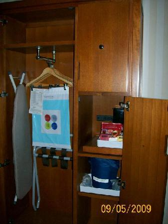 Four Points by Sheraton Columbus Ohio Airport: Closet