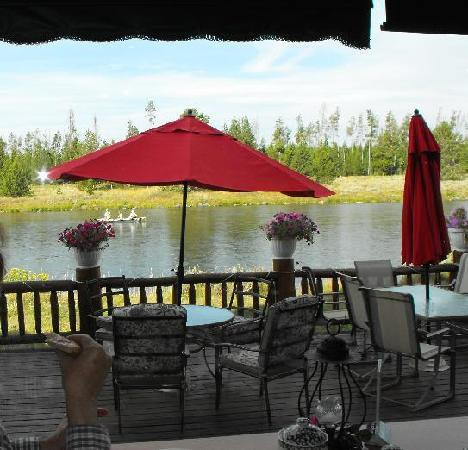 Angler's Lodge: View out the restaurant of the patio and river