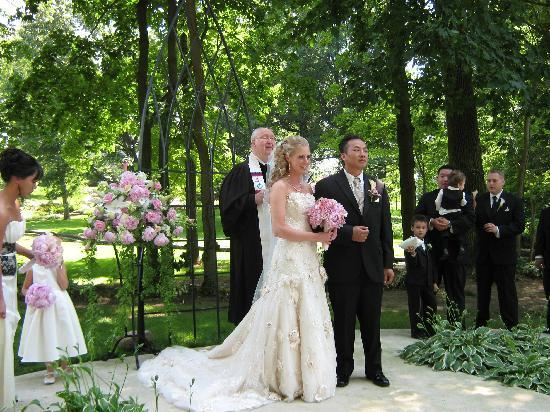 Cameron Estate Inn: Bride and Groom