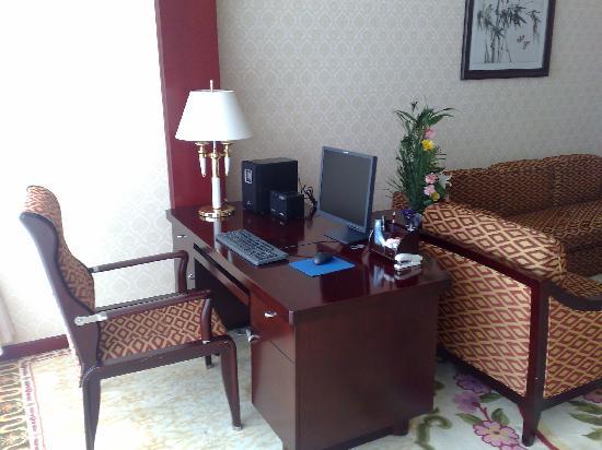 Yuehai Hotel: Mesa de cómputo