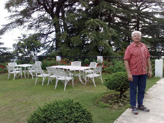 The Claridges Nabha Residence, Mussoorie: The garden at Claridges