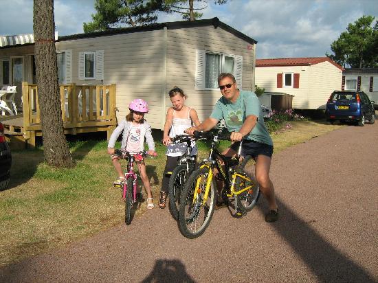 Siblu Villages - Bonne Anse Plage : Départ à vélo du mobil-home !