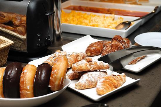 Wilson Boutique Hotel: amplio desayuno buffet