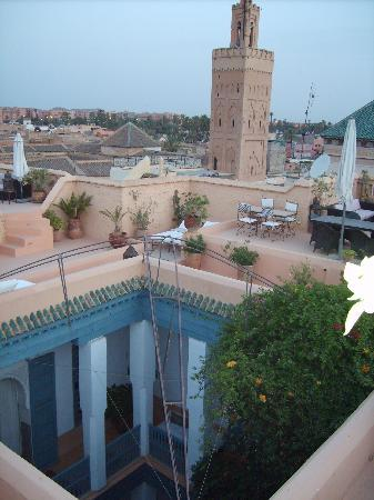 Riad el Ouarda: Looking down on the Riad from the terrace
