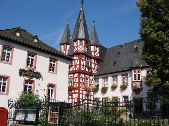 Ruedesheim am Rhein, Germany: Bromser's Hof built in 1542