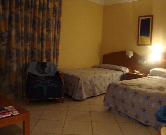 IFA Catarina Hotel: Chambre spacieuse côté jardin