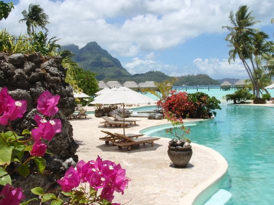 Bora Bora Pearl Beach Resort & Spa: vista dal ristorante