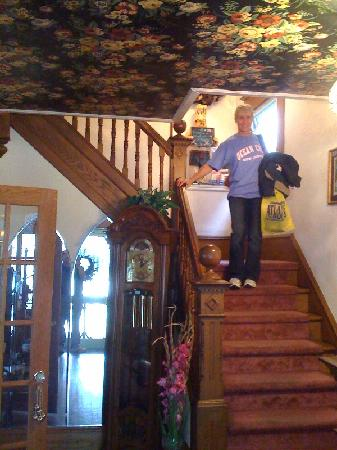 Bayberry Inn - Ocean City: Fantastic Foyer... just a hint of well your room is decorated