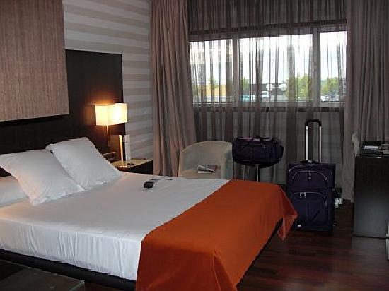Hotel Zenit Pamplona: room
