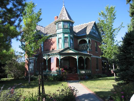 Bozeman's Lehrkind Mansion Bed and Breakfast: The inside is even more beautiful!