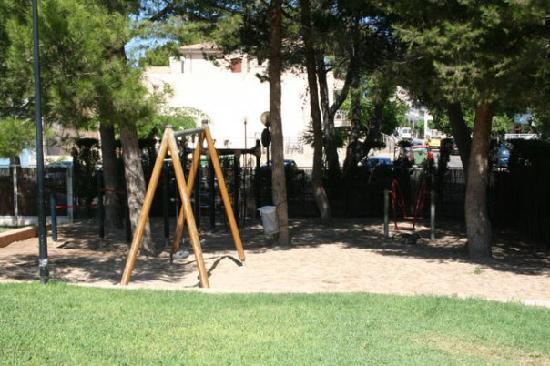 SuneoClub Haiti: hotel playground area