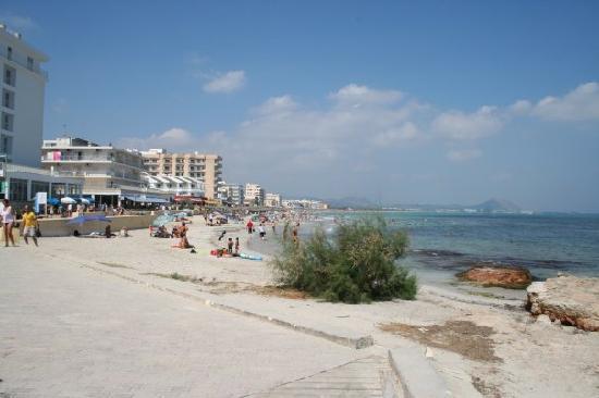SuneoClub Haiti: taken along beach from harbour end