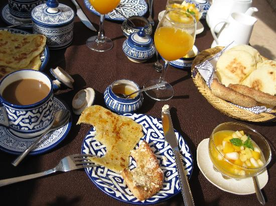 Riad Dixneuf La Ksour: Breakfast on the Rooftop Terrace