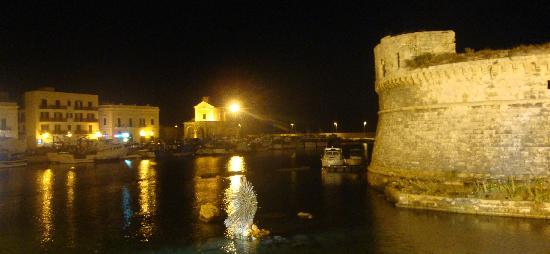 Gallipoli, อิตาลี: port et château  Angevin