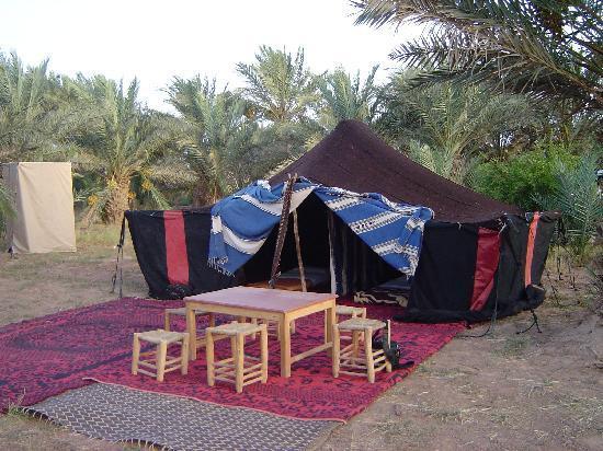 Le Chevalier Solitaire: Tenda Berbera montata apposta per noi in un VERO villaggio...( Ciao Youssef!)
