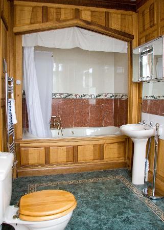 Glenfield House: The bathroom