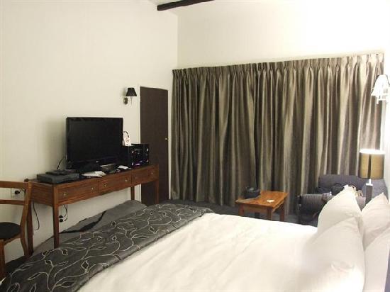 Knights Inn: The room