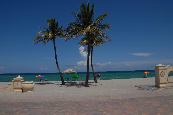 Sea Turtle Resort: Beach immediately in front of Sea Turtle