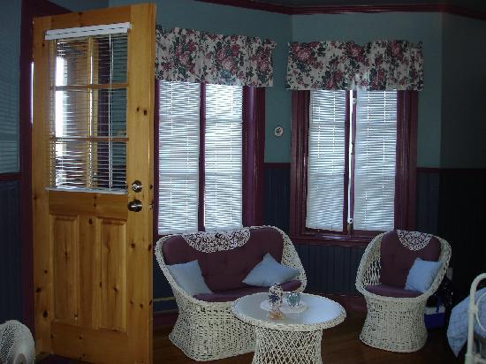 Auberge La Romance : Chambre et porte du balcon