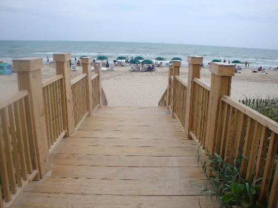 walkway to beach from hotel picture of la quinta inn. Black Bedroom Furniture Sets. Home Design Ideas