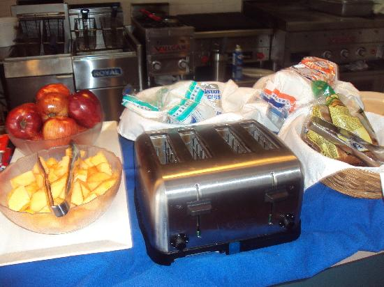 Howard Johnson Hotel Ponce PR: Continental Breakfast Buffet