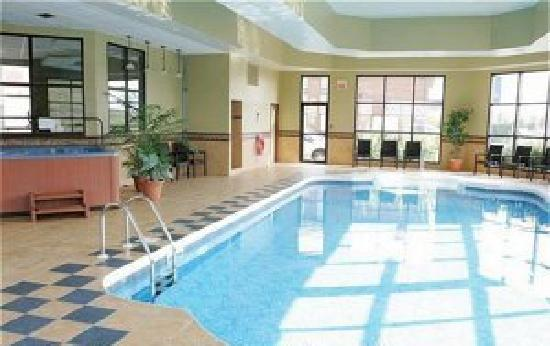 piscine - Photo de Holiday Inn Express St. Jean sur Richelieu ...