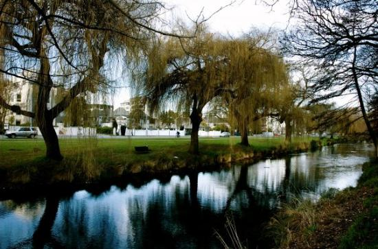Christchurch, Nouvelle-Zélande : Avon through Hagley Park