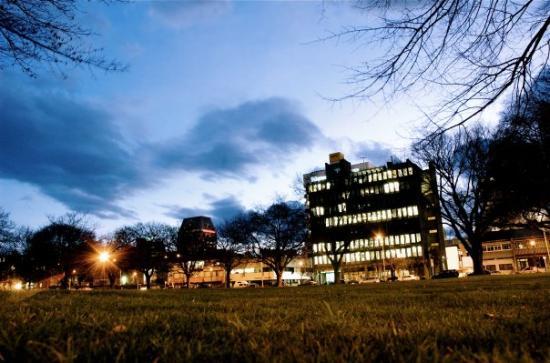 Christchurch, Nouvelle-Zélande : Latimer Square ay dusk
