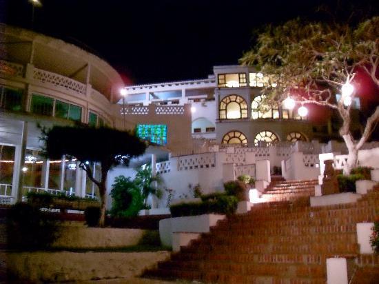 Hotel Mocambo: mocambo at night