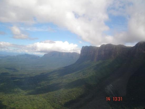 Mt. Auyantepui : Canaima