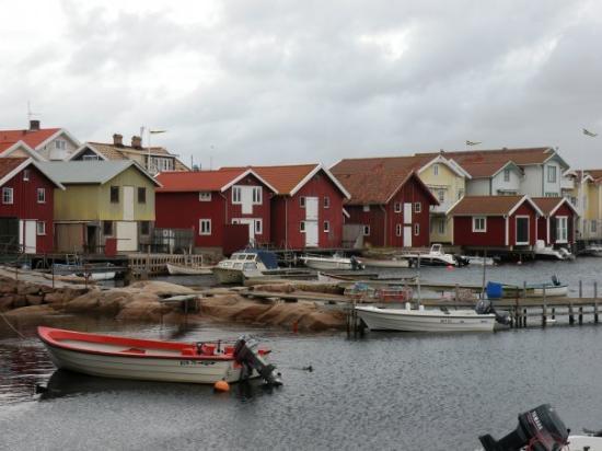 Smogen, Sverige: Weiter geht's nach Smögen. Ein Fischerdorf zwischen Felsen gebaut