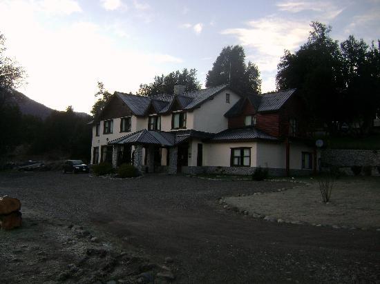 Lancuyen Villa de Montaña: Front Desk and main building