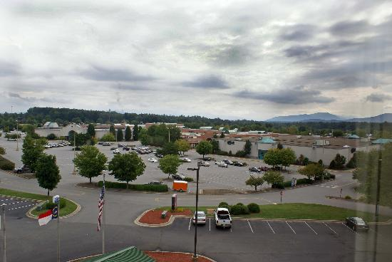 Comfort Suites Outlet Center: View of shopping center and mountains out our window