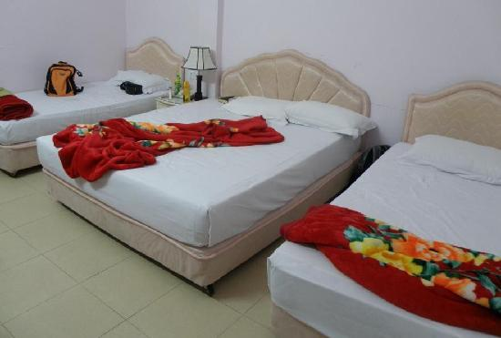 New Time Hotel: Triple bedroom