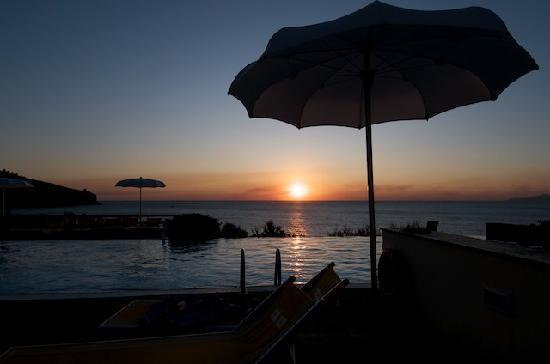Grand Hotel San Pietro : Tramonto dalla piscina