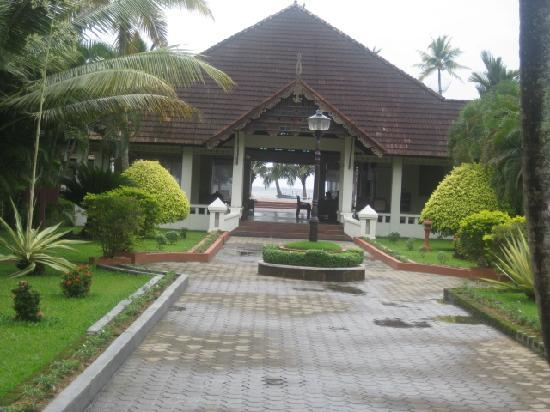 Abad Whispering Palms Lake Resort: Front of hotel view