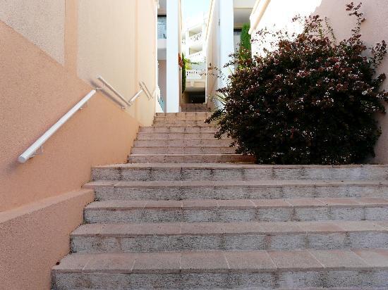 Apartamentos Pierre & Vacances Cannes Villa Francia: Des marches il y en a.....