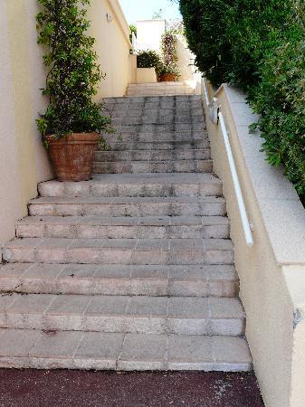 Pierre & Vacances Residenz Cannes Villa Francia: ....et encore....pas facile avec des valises, des poussettes et des enfants